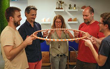 Csapatépítő tréning zsonglőr és improvizációs technikával
